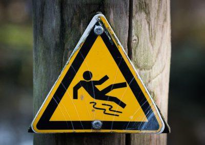 slippery-637562_1280